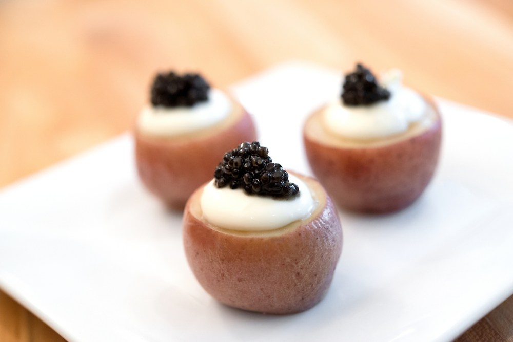 red-potatoes-with-caviar-and-creme-fraiche-recipe