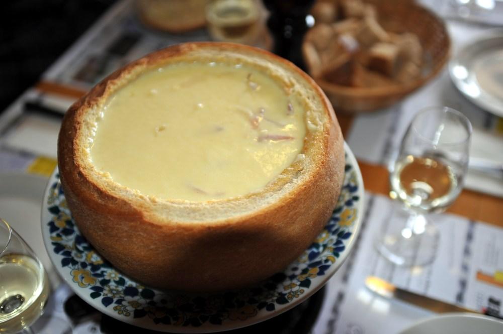 Cheese_fondue_in_bread_04_12.jpg