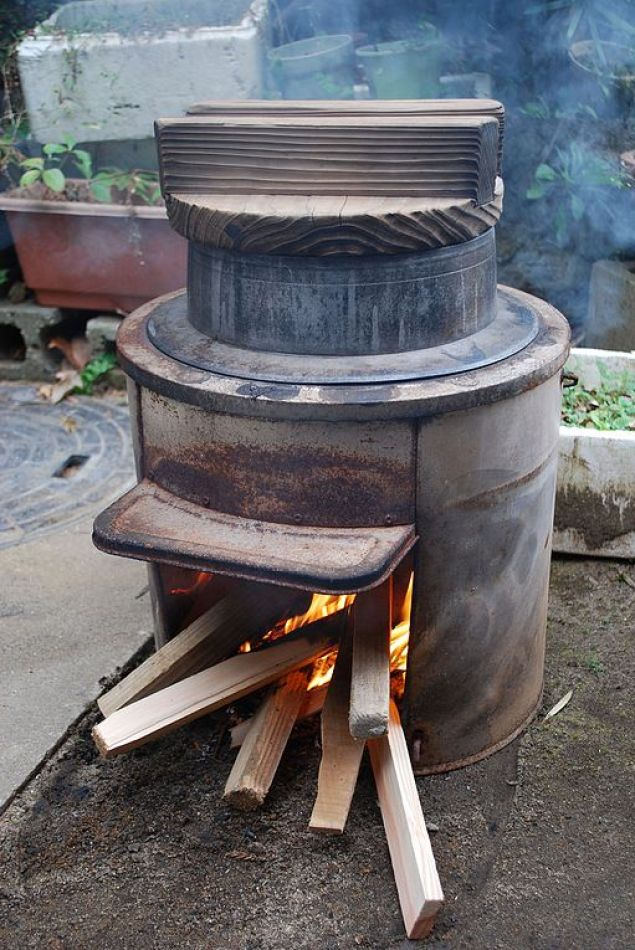 Simple_japanese_hearth,Kamado,Katori-city,Japan.JPG