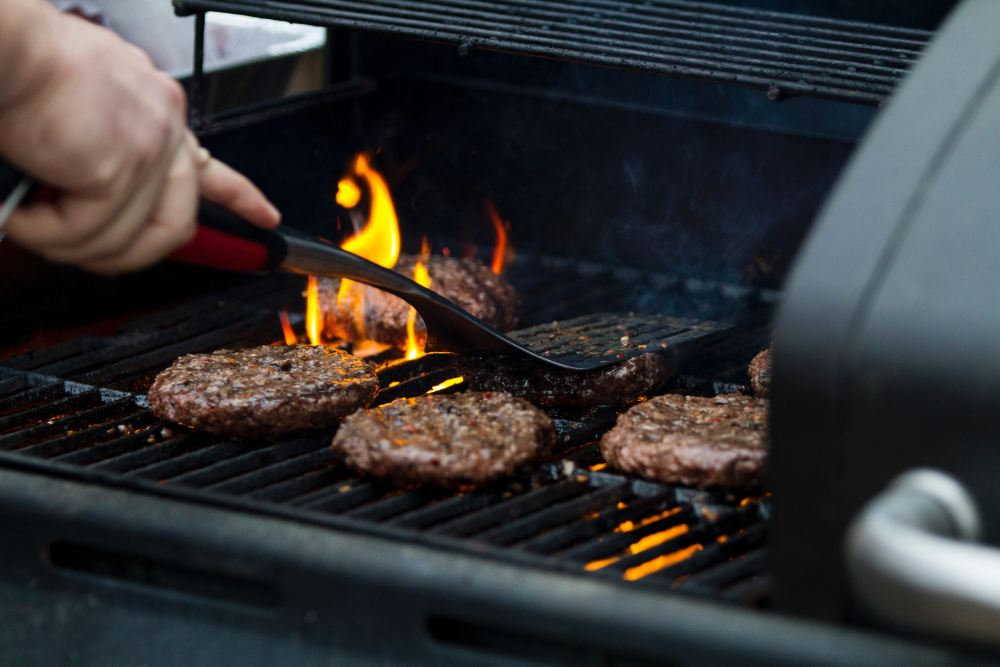 Burgers on Grill zac-cain-610365-unsplash