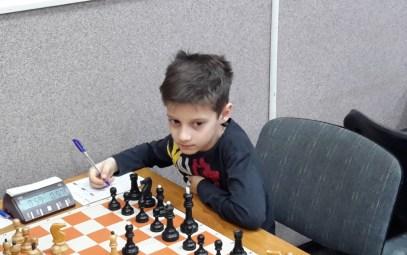 За игрой воспитанник ЦЭВДМ Матузков Даниил