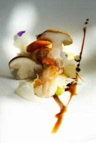 insalatina di porcini e capesante grigliate con pere e uva al mosto