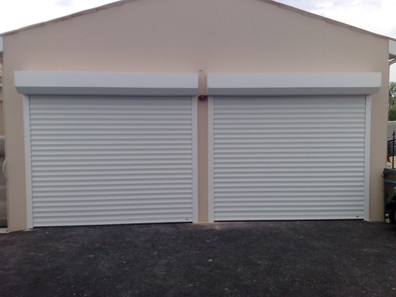 Porte de garage enroulable sur mesure lectrique somfy for Porte garage enroulable