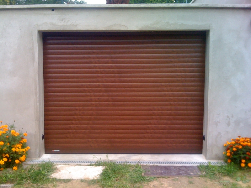 Porte de garage enroulable sur mesure lectrique somfy for Porte de garage couleur bordeaux