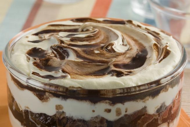 Pavê fácil de leite condensado e chocolate em pó