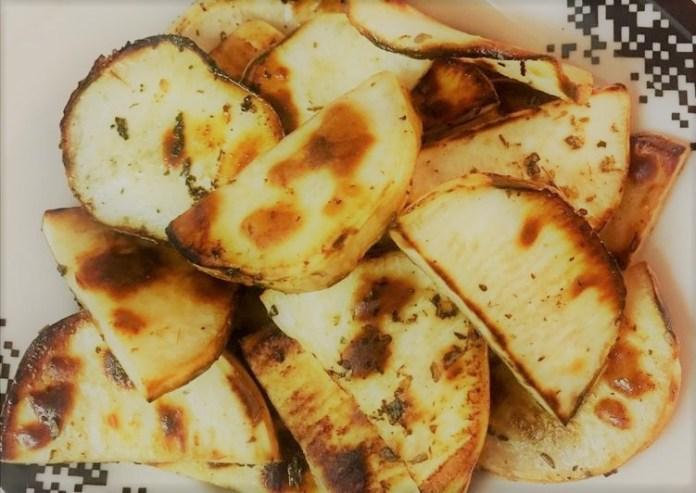 Batata doce assada com limão e orégano