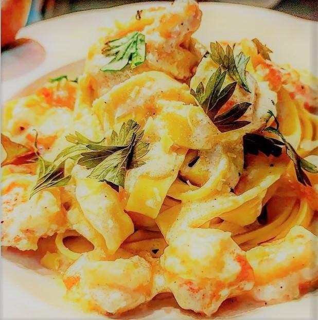 Fettuccine Alfredo com camarão