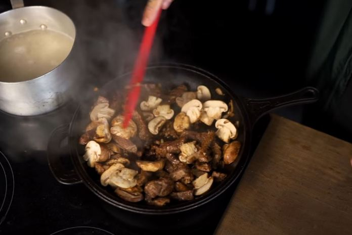 cogumelos e carne