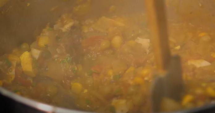 preparando o cuscuz paulista