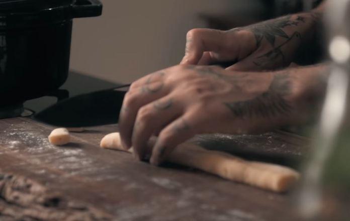 cortando nhoque