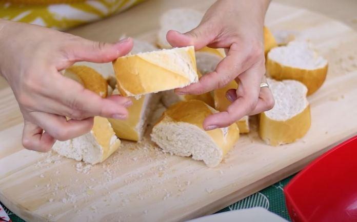 fatias de pão francês