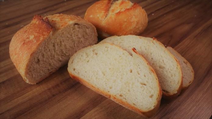 pão caseiro com casca crocante