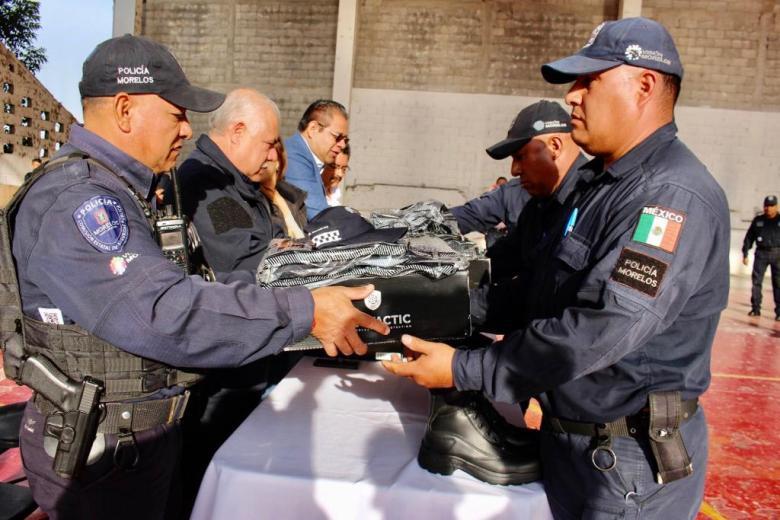 ENTREGA ORTIZ GUARNEROS UNIFORMES A POLICÍAS DE TETELA DEL VOLCÁN 01