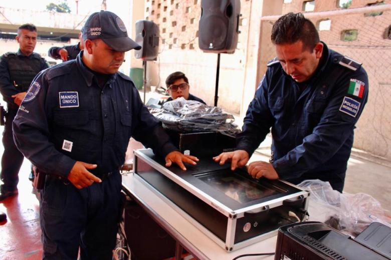 ENTREGA ORTIZ GUARNEROS UNIFORMES A POLICÍAS DE TETELA DEL VOLCÁN 03