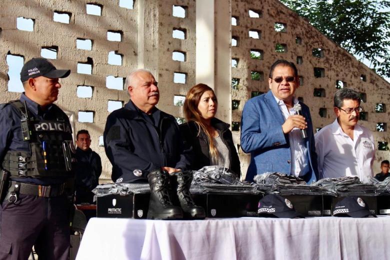 ENTREGA ORTIZ GUARNEROS UNIFORMES A POLICÍAS DE TETELA DEL VOLCÁN 07