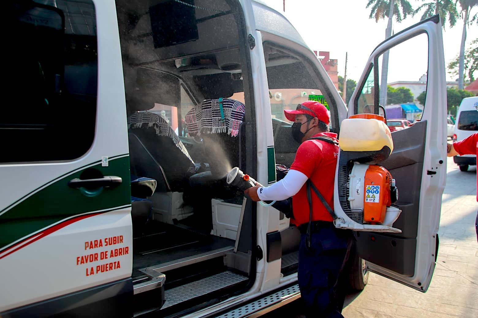 Desinfectan transporte público en Yautepec