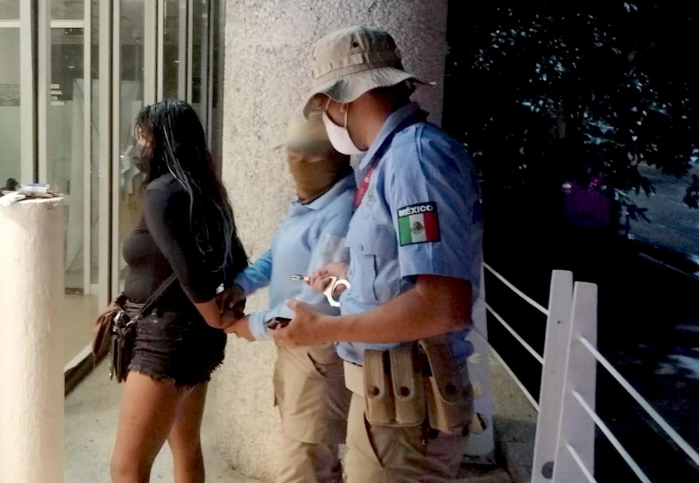 Una mujer fue detenida en Acapulco por colocar trampas en cajeros automáticos