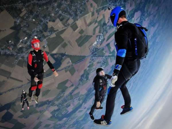 Group-Skydiving.jpg