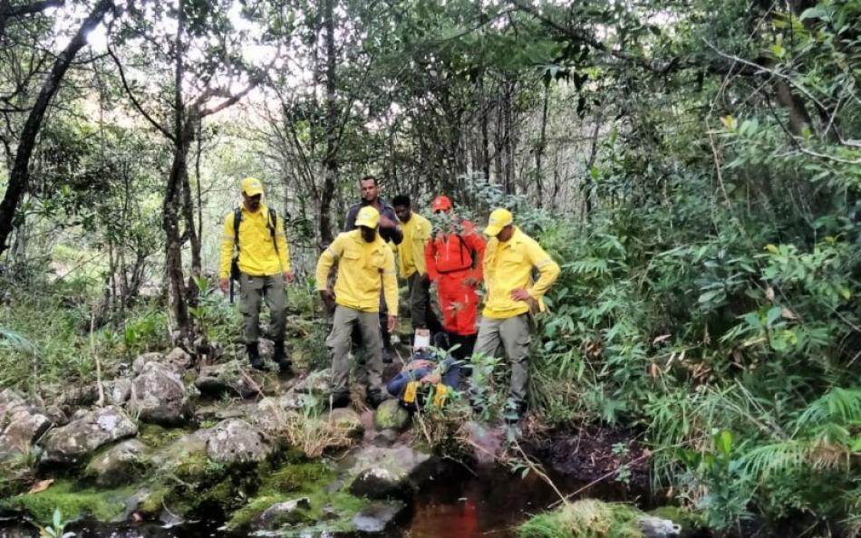 7c44ddc1cb39d2fa86cb06599d487bc2 - Homem é resgatado por bombeiros dois dias após quebrar perna em trilha na Chapada Diamantina