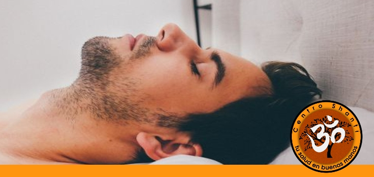 Hombre joven descansando (needpix.cm)