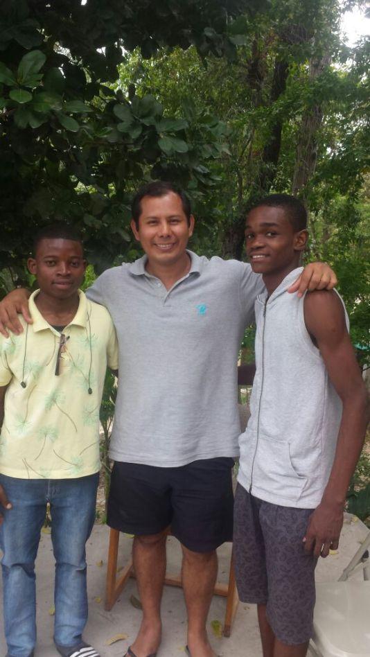 S. Santa Haití. (5)