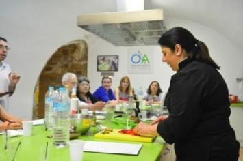 Manuela Monsalve cocinando
