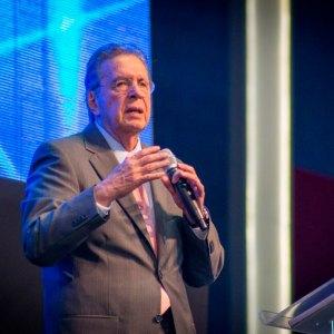 El Poder de la Adoración – Pastor Arq. Gabriel Acero