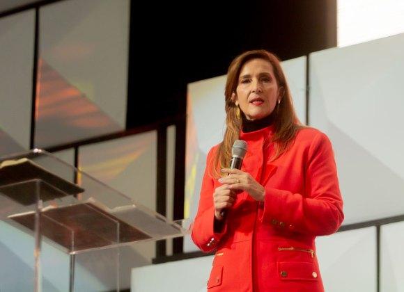 EL PODER DE LA CRUZ – Pastora Lourdes Acero