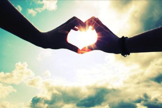 mano con cuore