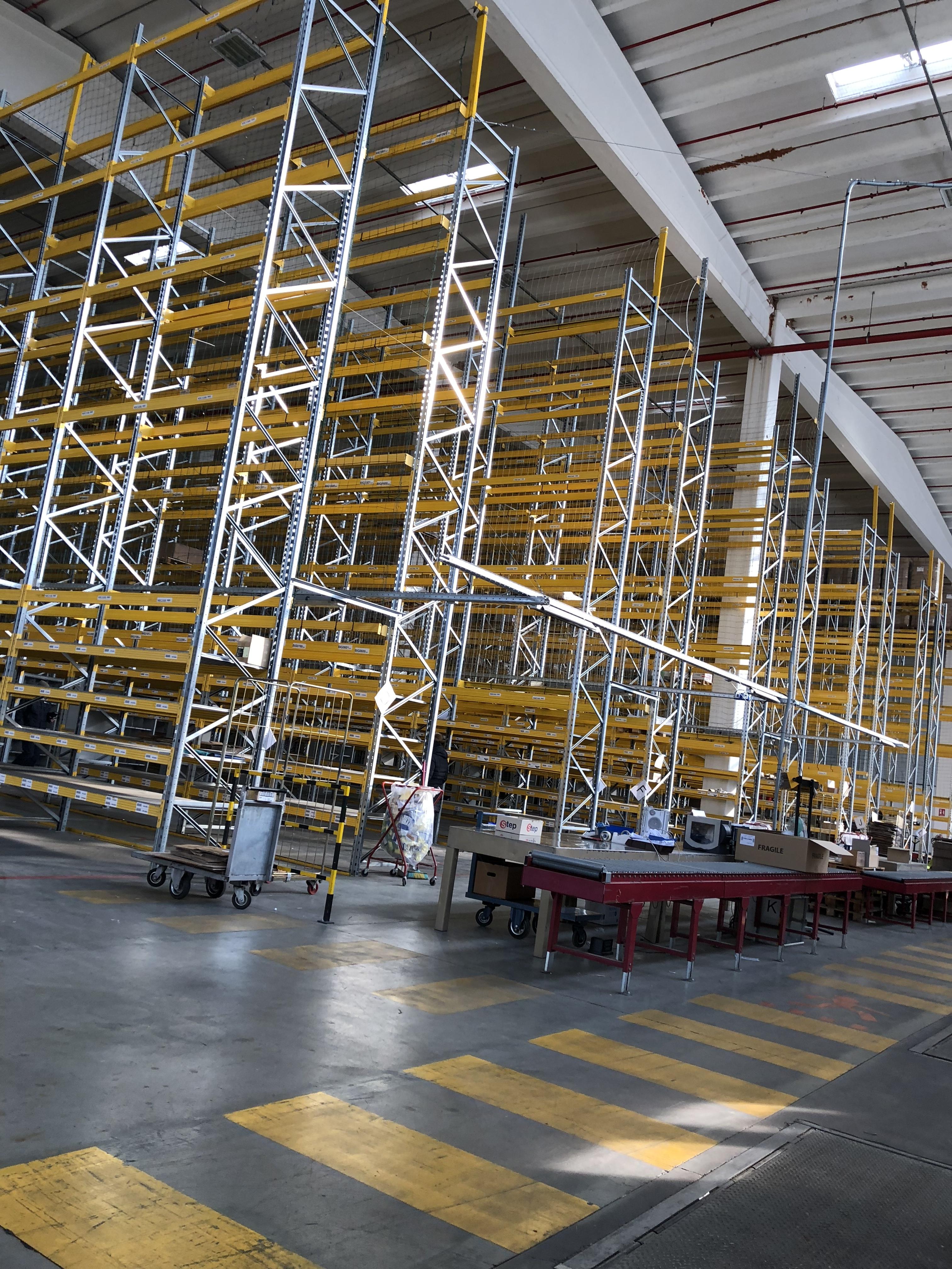 I portapallet sono scaffalature industriali metalliche progettate per la realizzazione dell'immagazzinamento di pallet pesanti. Qualità del prodotto e una serie di accessori sempre disponibili rendono la scaffalatura porta pallet adatta a tutte le esigenze di magazzino.