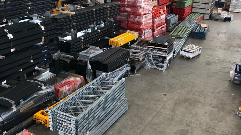 Acquistiamo e vendiamo scaffali metallici – scaffali componibili – CENTRO SCAFFALI -VENDE scaffalature industriali – scaffali metallo zincato – cantilever – portapallet – non solo scaffali-scaffalature – soppalchi – porta gomme …