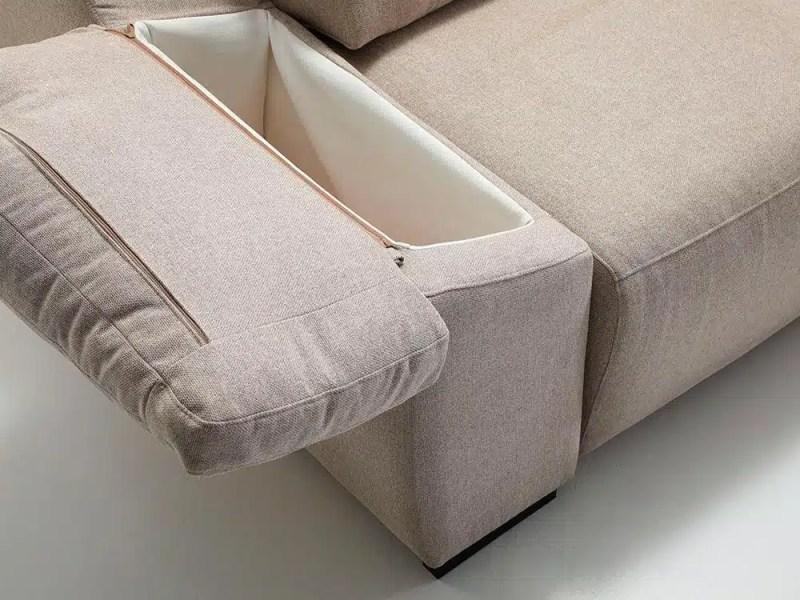 Se-ve-el-brazo-y-parte-del-asiento-la-particularidad-reside-en-el-blazo-que-se-levanta-y-deja-entrever-una-estancia-para-almacenar
