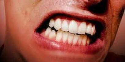 zgrzytanie zębami w nocy