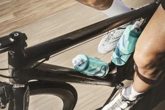 Torbiel bakera a jazda na rowerze