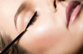 malowanie równej kreski eye-linerem