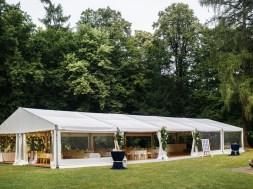Namioty cateringowe – niezastąpione podczas imprez w plenerze
