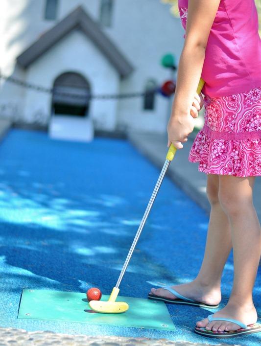kids miniature golf