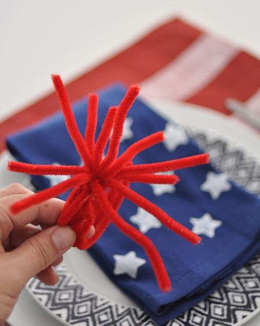 pipecleaner fireworks napkin holder