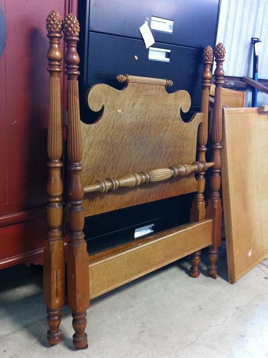 pineapple finial antique poster bed