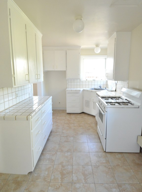 outdated kitchen 3