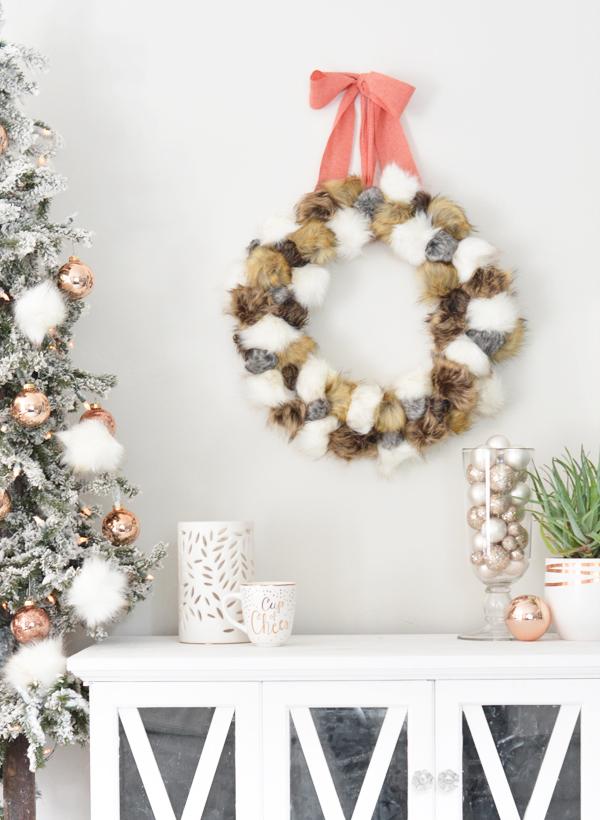 diy-faux-fur-pom-pom-wreath