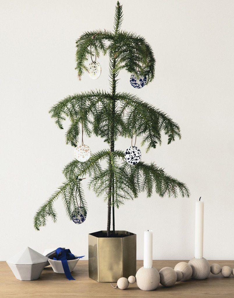 evergreen-tree-speckled-ornaments