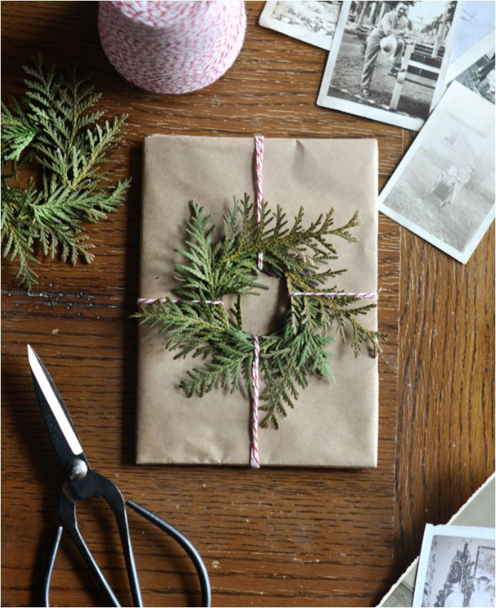 evergreen-wreath-gift-wrap