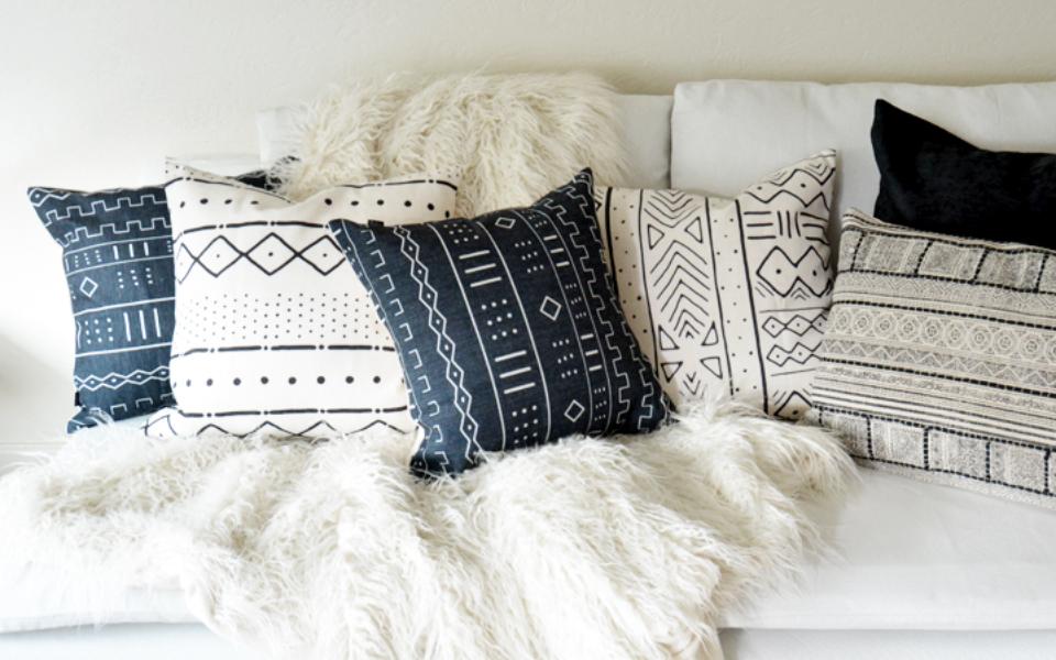 black and white pillows slider