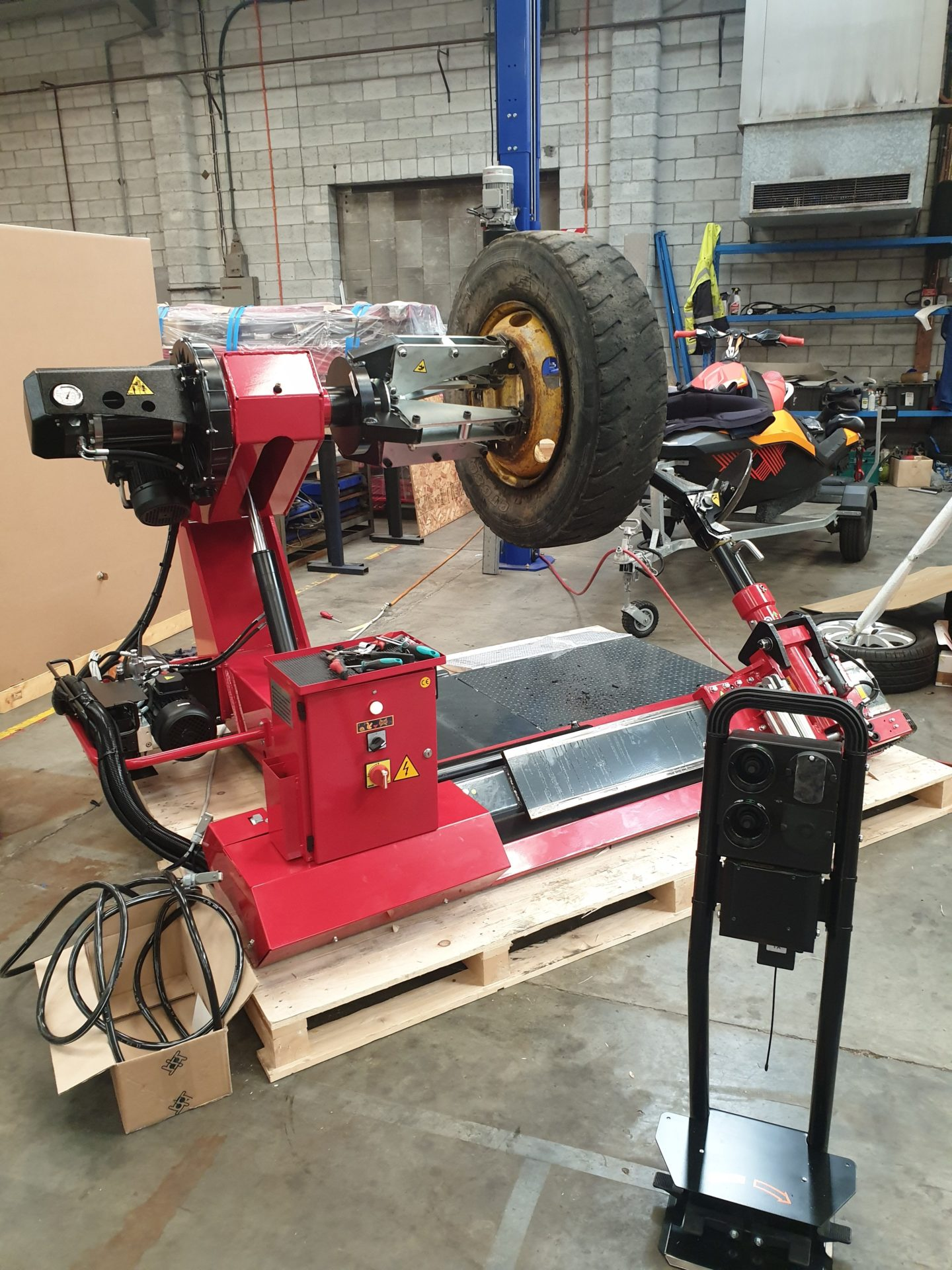 Commercial tyre changer, Sice S55A, Truck tyres