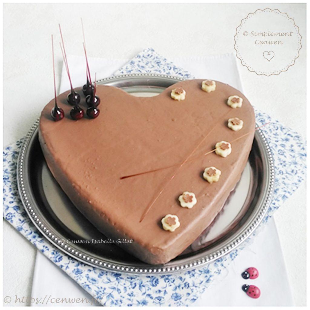 Banana cake : une recette gourmande, facile et économique ! Cake à la banane avec un glaçage au chocolat au lait pour encore plus de gourmandise ♥