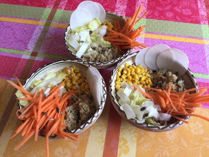 Buddah Bowl : quinoa, carotte, maïs, endive et navet. Recette Fins de Mois Difficiles, gourmande, économique et saine, pour bien manger sans ruiner son portemonnaie. #FDMD #VivreMieuxAvecPeu