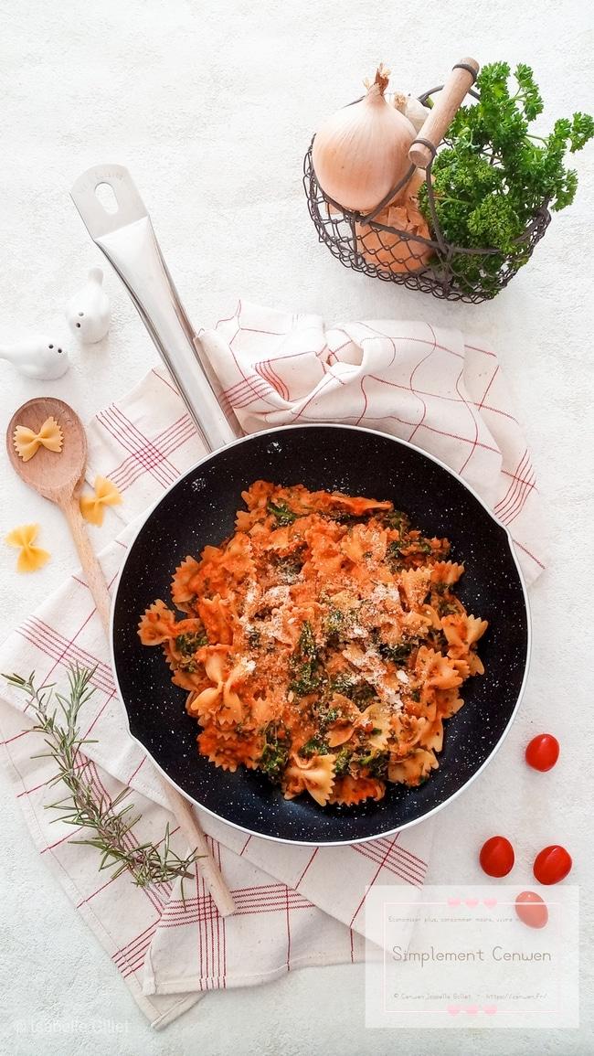 Pâtes aux épinards sauce crémeuse à la tomate