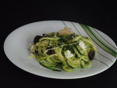 Spaghettis de courgettes, feta, olives et citron