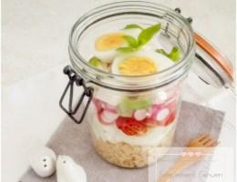 Salade composée quinoa concombre tomate radis feta et œuf dur